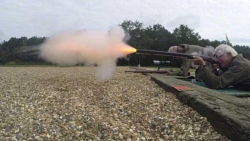 Big-game rifle: Flame emergence.