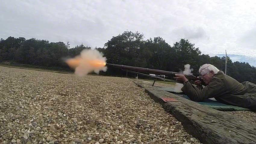 Enfield Volunteer Rifle: Flame and bullet emerge1.